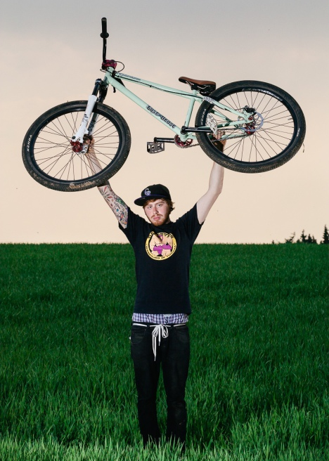 Porträt, Portrait Till Overwien. Bike Profi. Dirtbike. People Fotograf Düsseldorf